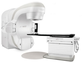 Imagen: El sistema TrueBeam, diseñado para radioterapia guiada por imágenes (Fotografía cortesía de Varian Medical Systems).
