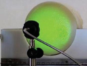 Imagen: Se ha diseñado una nueva tecnología láser para detectar el cáncer de mama mediante fotoacústica (Fotografía cortesía de la Universidad Carlos III de Madrid).