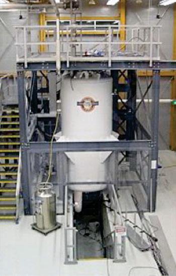 Imagen: El imán de 900 MHz del MagLab (Fotografía cortesía de FSU - Universidad del Estado de Florida).