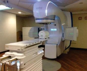 Imagen: El sistema Edge, diseñado para procedimientos de radiocirugía (Fotografía cortesía de Varian).