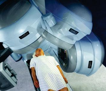 Imagen: El sistema para radiocirugía RapiArc VMAT (Fotografía cortesía de Varian Medical Systems).