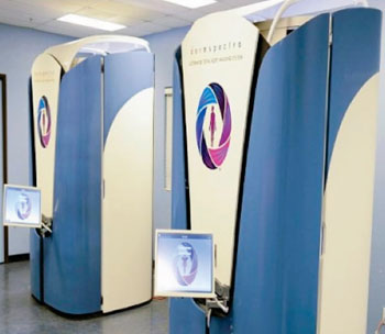 Imagen: El sistema DermSpectra para obtener imágenes digitales de la piel corporal total (Fotografía cortesía de DermSpectra).