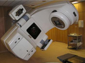Imagen: Un acelerador lineal usado para la radioterapia (Fotografía cortesía de la Universidad de Arkansas).