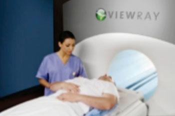 Imagen: El sistema MRIdian, diseñado para la radioterapia guiada por RM (Fotografía cortesía de ViewRay).
