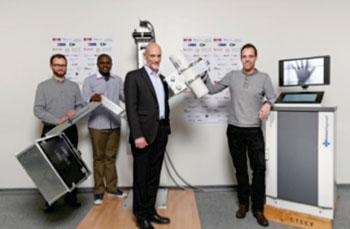 Imagen: El equipo del proyecto EssentialTech con el sistema GlobalDiagnostiX DR (Fotografía cortesía de la EPFL).