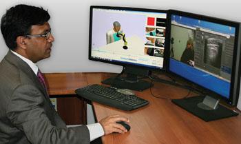 Imagen: Un nuevo ensayo clínico que prueba la viabilidad de los exámenes por ultrasonido telerobóticos a través de Internet (Fotografía cortesía de la RSNA).